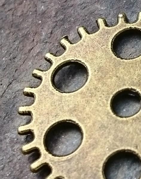 Zahnrad bronze mit Loch