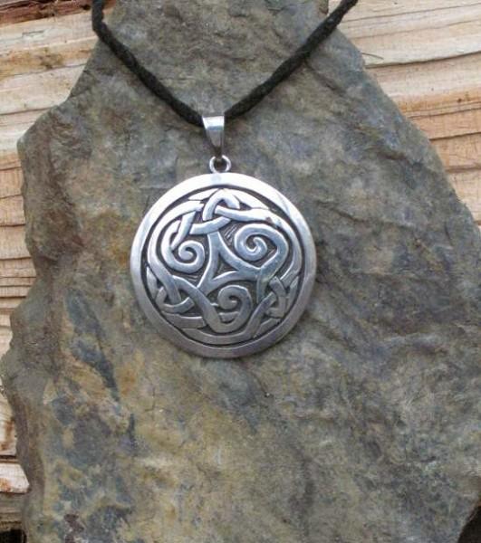 Amulett keltischer Knoten im Kreis