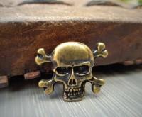 Zierniete Pirat Skull Bones