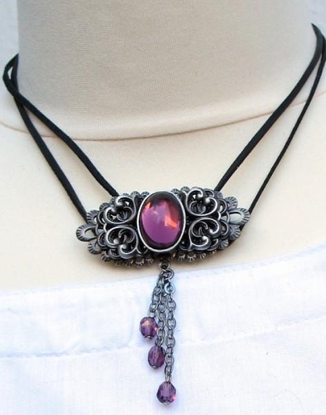 Halskette mit großem Stein