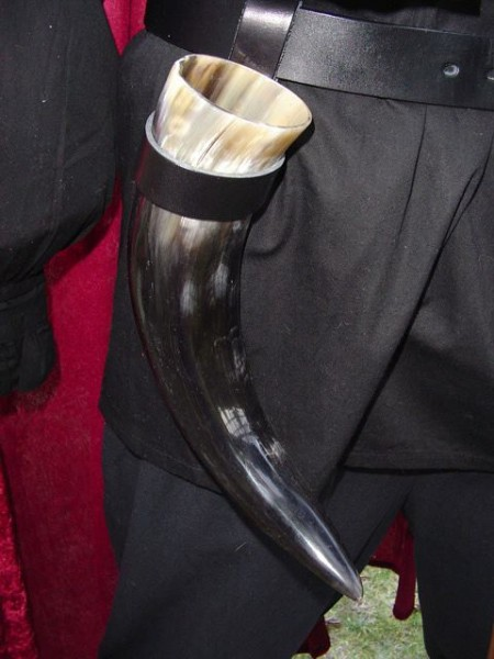 Trinkhorn mit Lederhalter groß