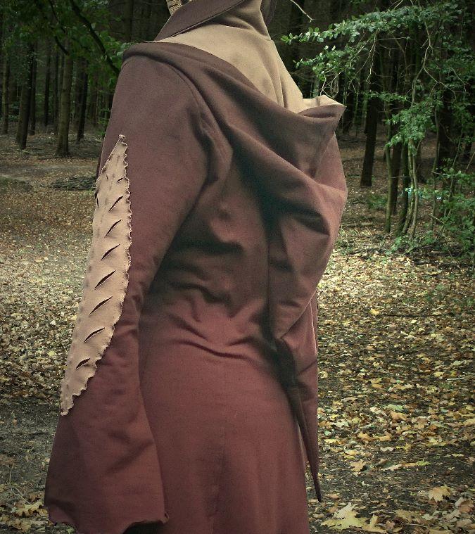 elfenkleid-braun-kampfelfe-cosplay