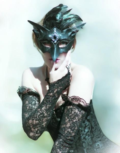 Feder Maske schwarz