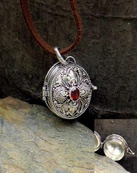Pulvermedaillon mit Inlay und Stein