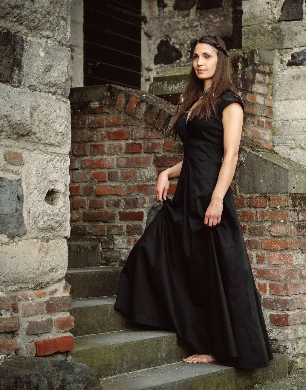 Abendkleid-Oryssa-schwarz-thrones