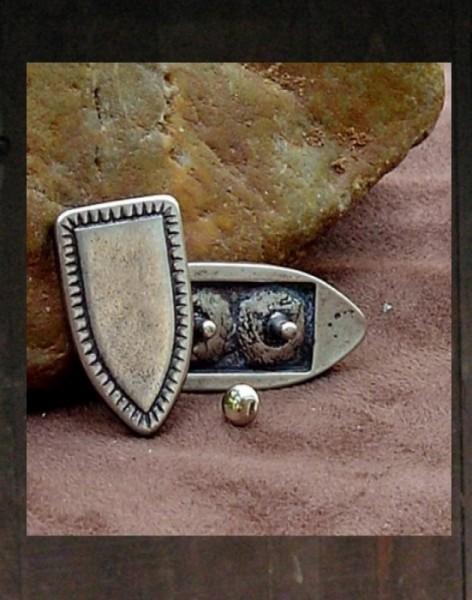 Beschläge/Zierniete für Leder Grabstein