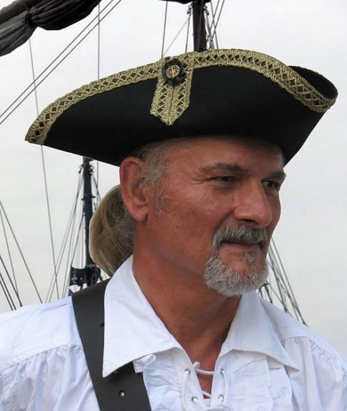 Dreispitz Kapitän schwarz-gold