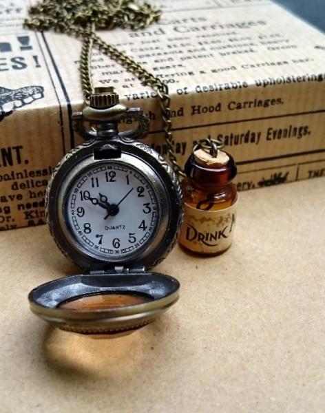 Steampunk Uhr Alice